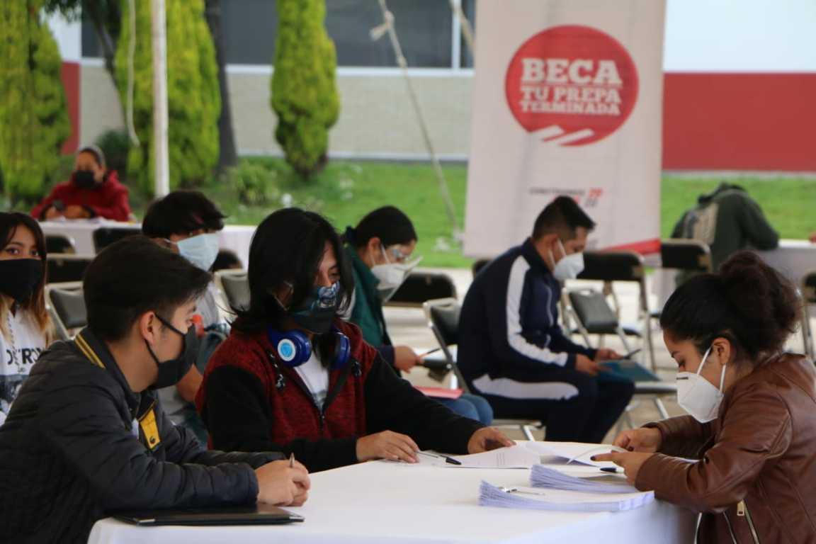 260 Jóvenes Tlaxcaltecas Reciben La Beca Tu Prepa Terminada En Zacatelco
