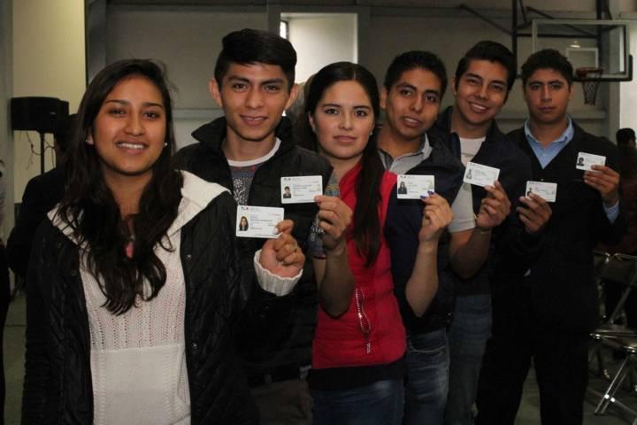 Entrega SECTE credenciales de descuento a estudiantes de nivel superior