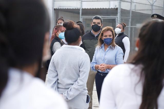 Lorena Cuélla visita Cereso femenil de Apizaco