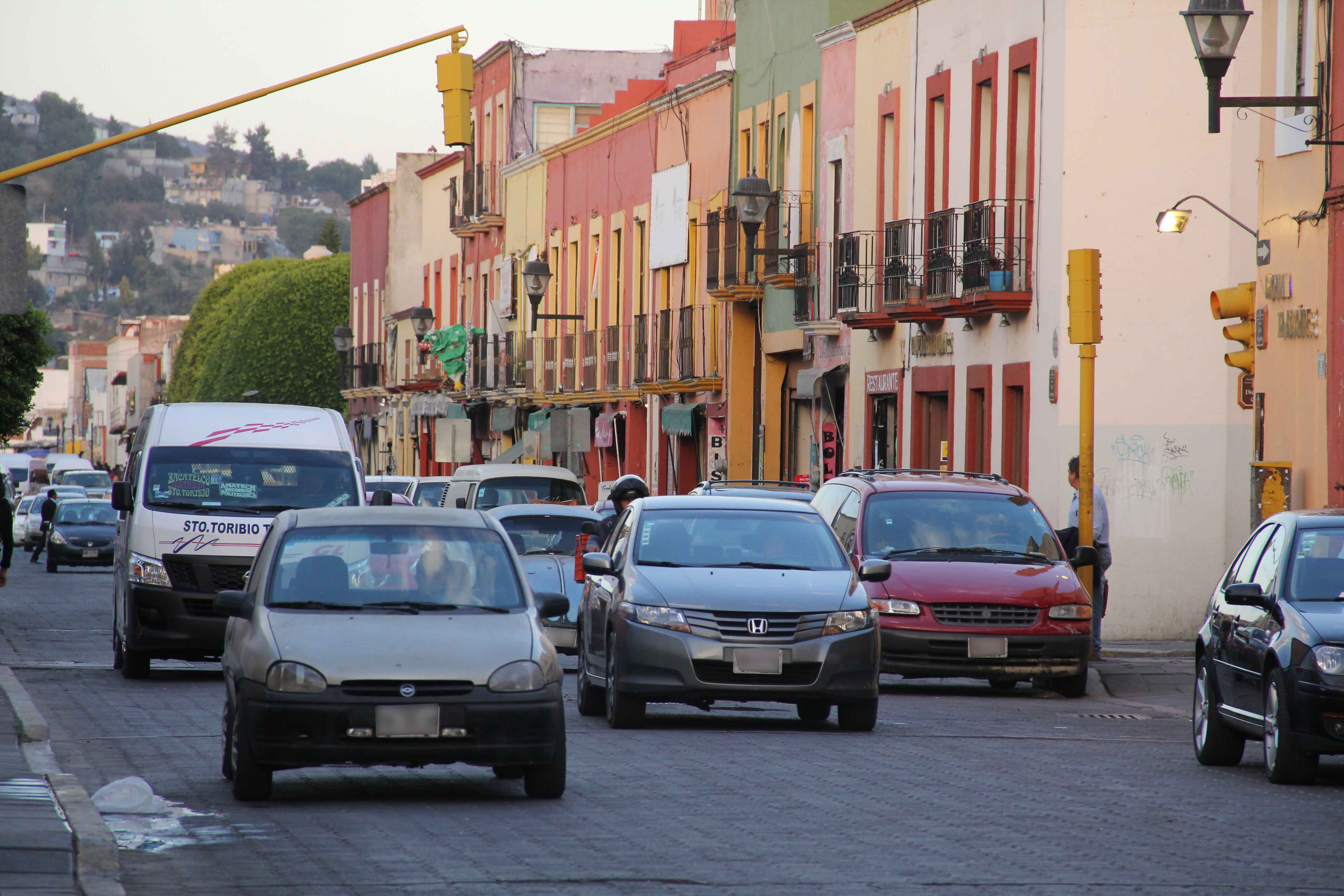 Acuerdan reordenamiento del servicio de taxis en Tlaxcala