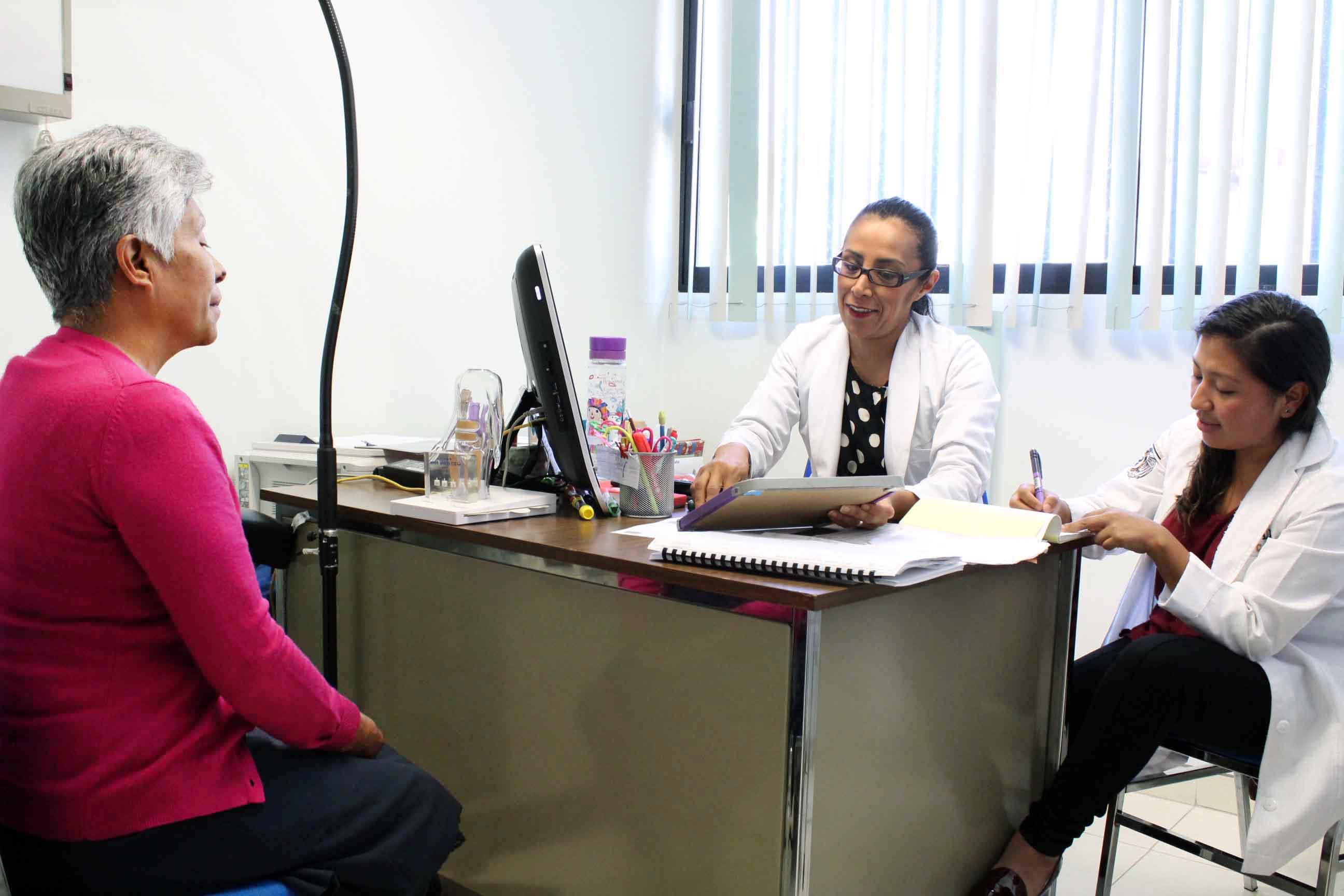 Fortalece SESA programa de atención al adulto mayor