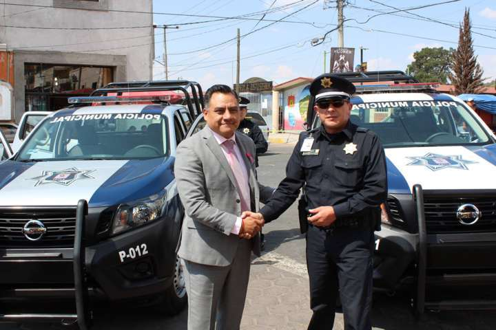 Recibe Dirección de Seguridad de Tetla dos patrullas para óptimo desempeño
