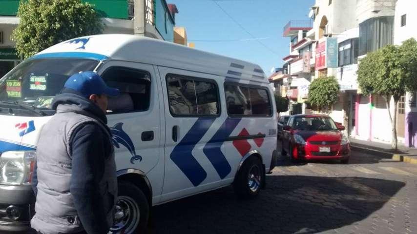 Caen ventas en comercios por obra en Zacatelco