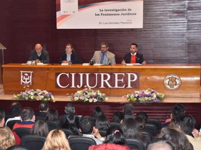 Estudian en la UATx los fenómenos jurídicos en México
