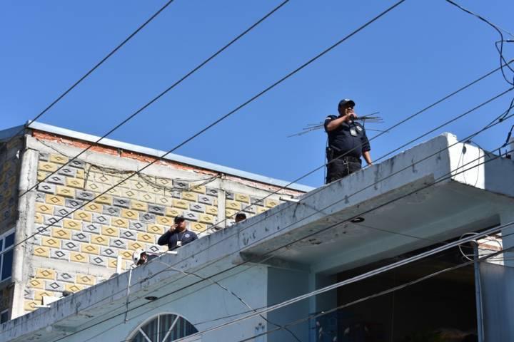 Joven electrocutado es auxiliado por la policía municipal y cruz roja