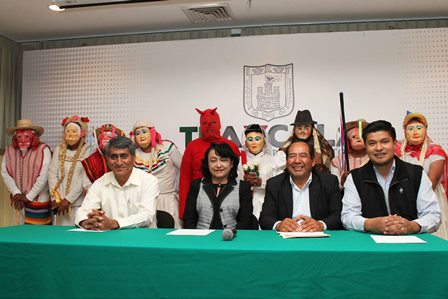 Presentan Carnaval de los Viejitos de Nativitas