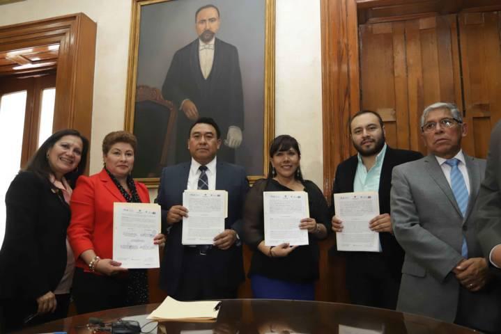 Firman PGJE y Ayuntamiento de Tlaxcala convenio para apoyar mujeres
