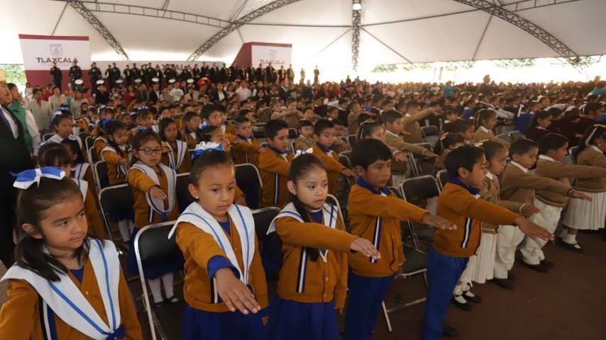 Conmemoran en Tlaxcala el Día de la Bandera
