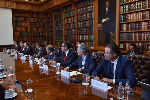Se reúne Marco Mena con Navarrete Prida y gobernadores