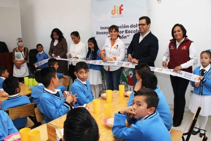 Inaugura Sandra Chávez desayunador escolar en Hueyotlipan
