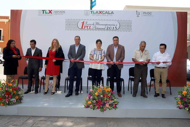 Inaugura Sandra Chávez feria de microempresarios y artesanos