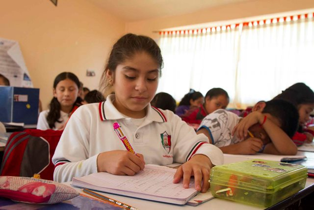 Realizan estudiantes demostración de lectura en voz alta