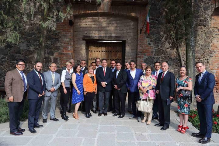 Se reúne Marco Mena con Consejo Consultivo de Nafin