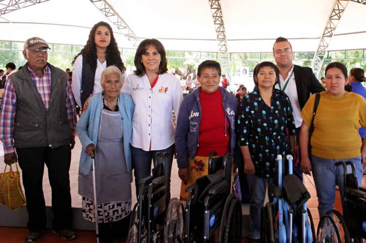 Entrega DIF Estatal apoyos funcionales a personas con discapacidad