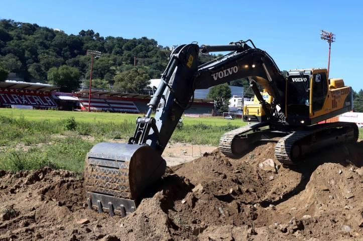 Inicia SECODUVI construcción de graderío principal en Estadio Tlahuicole