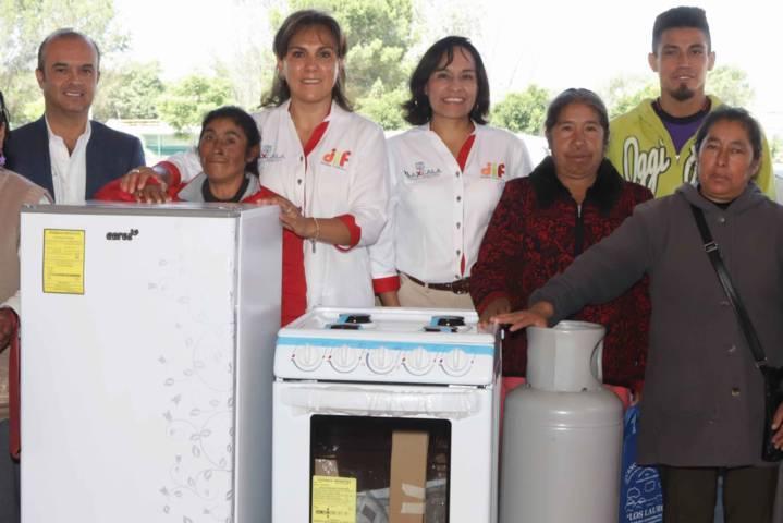 Entrega Sandra Chávez 100 equipamientos de cocinas rurales