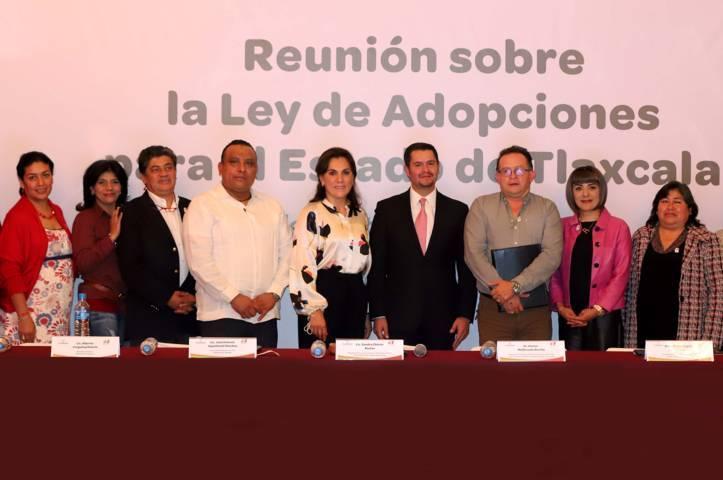 Encabeza Sandra Chávez reunión sobre ley de adopciones para el estado
