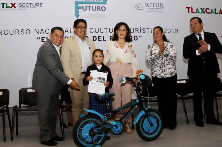 Premia Sandra Chávez a ganadores del Concurso Nacional De Cultura Turística