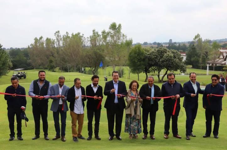 Mena inaugura primer campo de golf orgánico del país en Tlaxcala