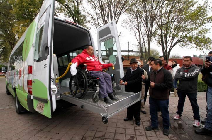 Entrega Sandra Chávez siete vehículos adaptados para personas con discapacidad