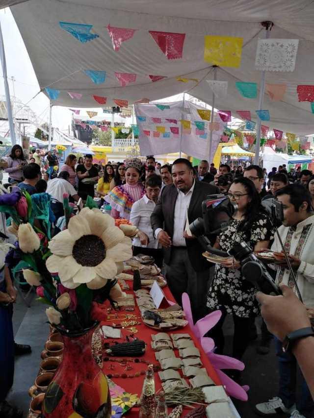 Xicohtzinco unifica platillos regionales en la Feria del Segundo Viernes