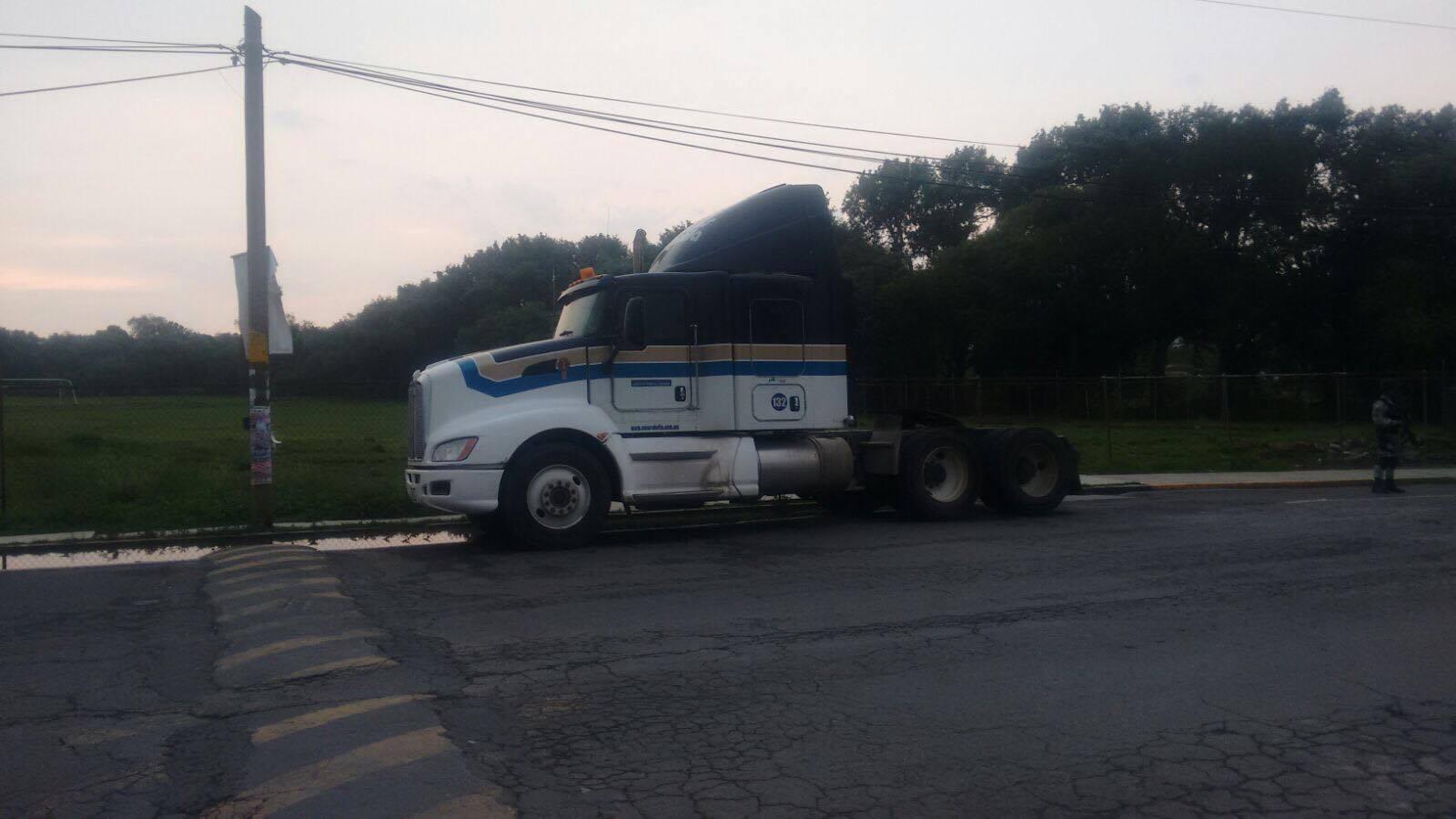 Recuperan policías de Apizaco tracto camión robado