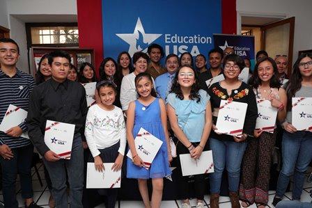 Clausura el Centro Education USA club de conversación en inglés