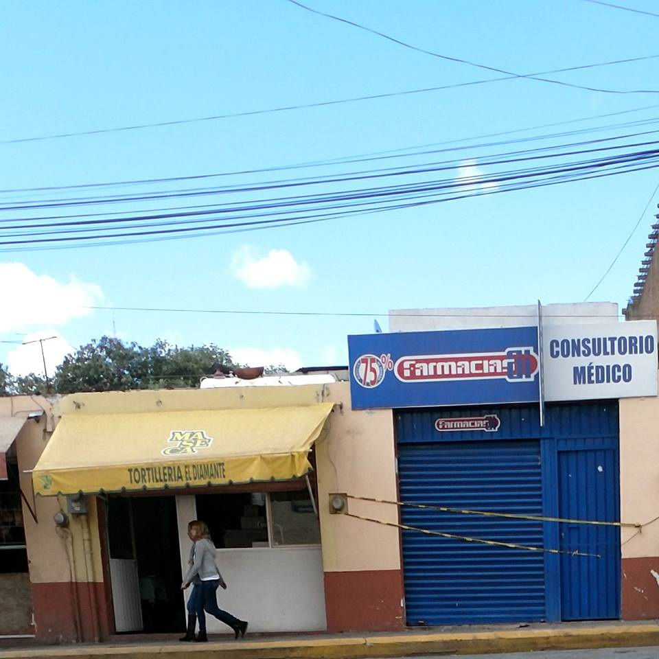 Atracan farmacia en pleno centro de Tlaxco