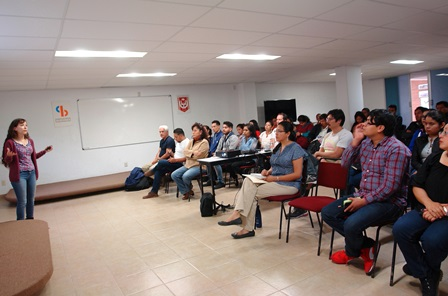 Dicta conferencia en la UAT especialista en genómica