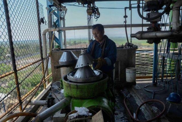 Empresas azucareras mexicanas reconvierten su producción para fabricar gel antibacterial