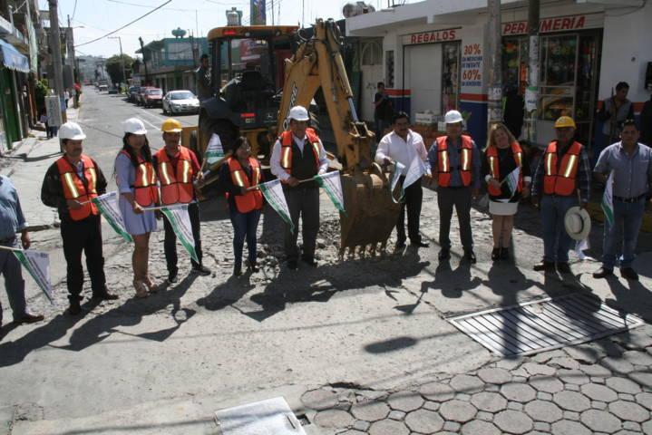 Alcalde remplaza red de drenaje sanitario con más de 50 años de uso
