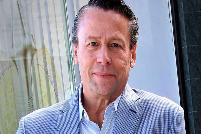 Alfredo Adame amenaza a conductor de VLA por burlarse de sus partes íntimas