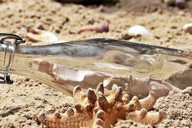 Multan a turista por llevarse arena de playa de Italia