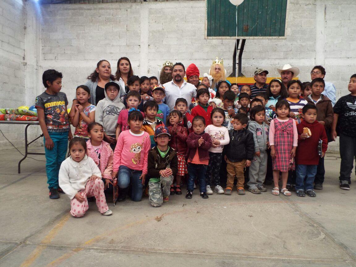 Más de mil niños de las 11 comunidades recibieron a los Reyes Magos