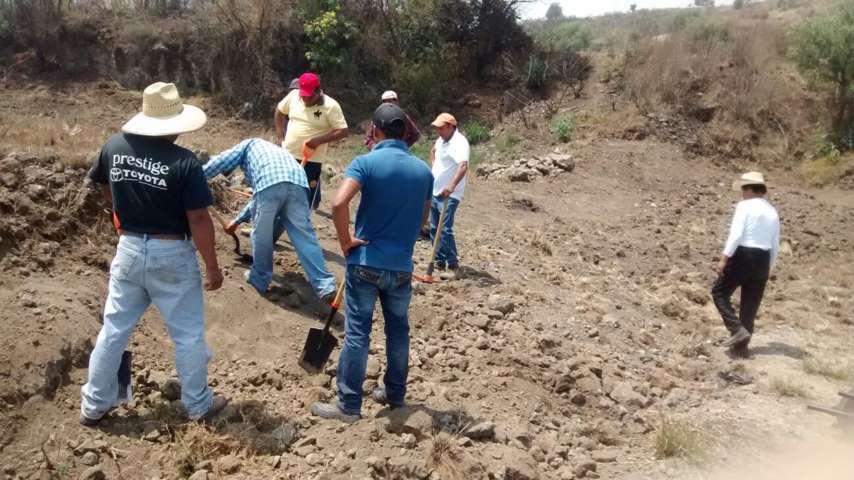 Ayuntamiento da prioridad a los reportes y repara fugas de agua en el municipio