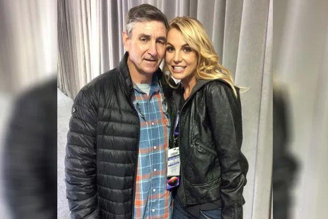 Declaran loca a Britney Spears; Su papá quiere controlar su fortuna