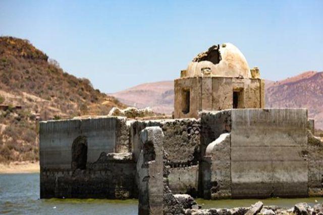 Guanajuato: Templo bajo el agua es descubierto por sequia