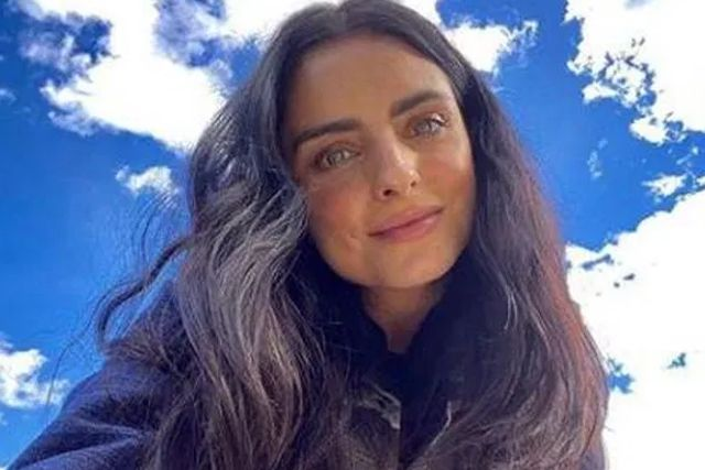 Aislinn Derbez queda atrapada en el bosque tras sufrir accidente en la carretera
