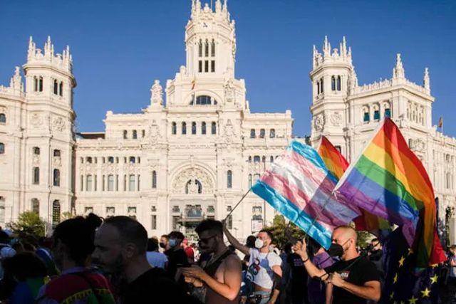 España: Permiten cambio de sexo desde los 14 años;  Aprueban Ley Trans