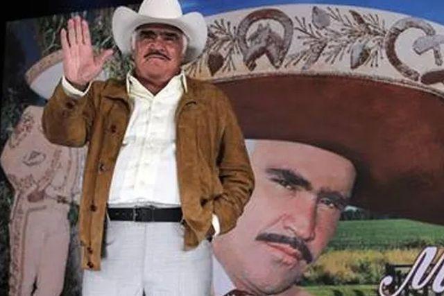 Predice Mhoni Vidente muerte de Vicente Fernández