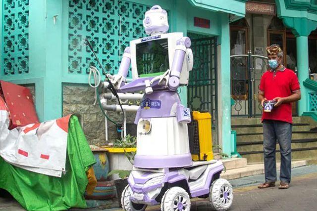 Indonesia: Crean robot hecho de basura para entregar comida a enfermos de Covid
