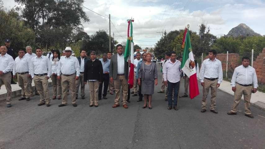 Gómez Sanluis encabezó desfile patriótico del 16 de septiembre