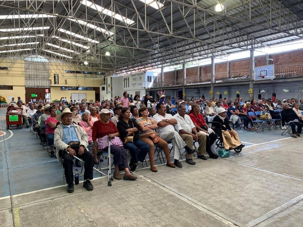 Valencia Muñoz festejo en grande a los abuelitos en su día