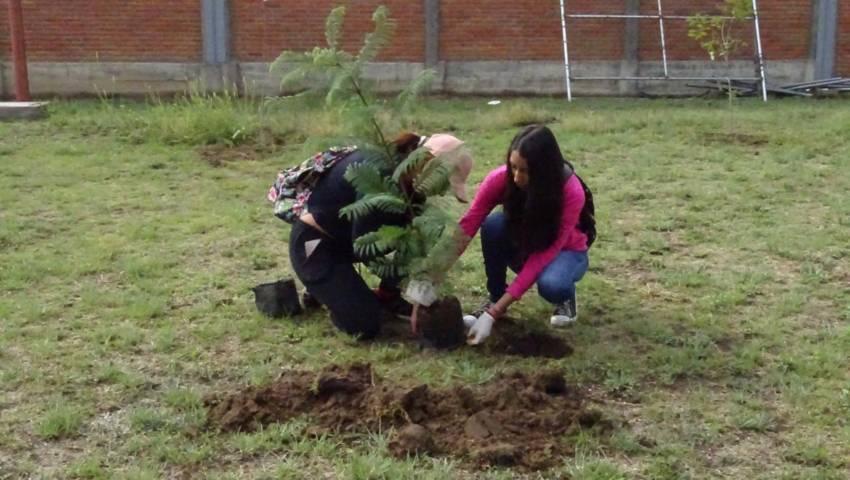 Emprende Xicohtzinco Campaña de reforestación