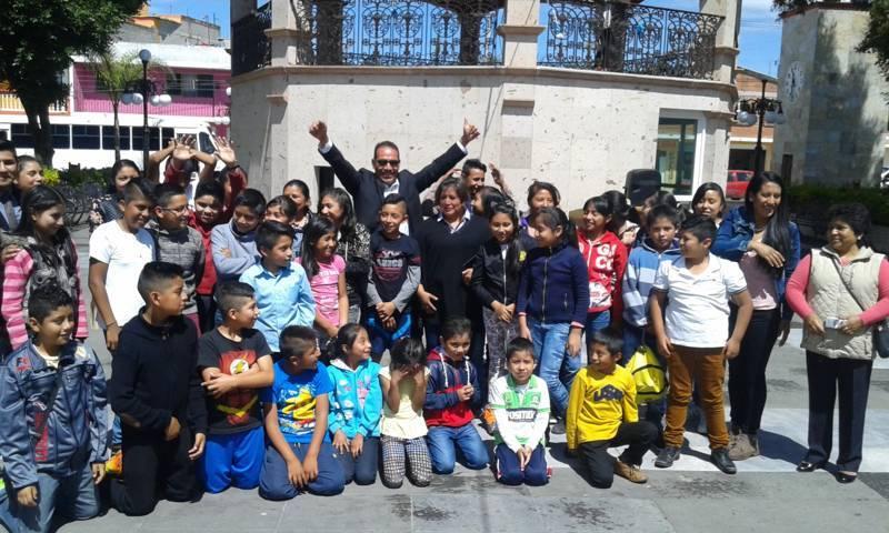 Ver caritas felices de los niños prioridad de mi administración: Pérez Juárez