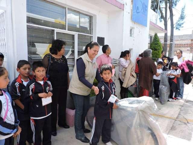 SMDIF Nanacamilpa entregó 50 bicicletas a estudiantes de áreas rurales