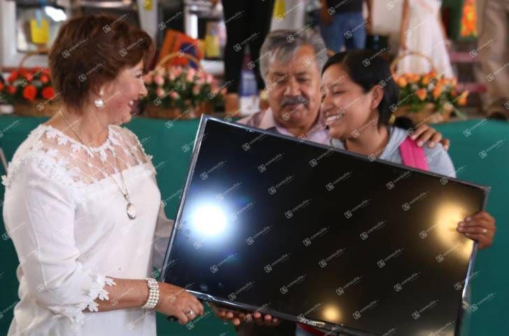 Alcalde festejo a más de 5 mil mamás de las 23 comunidades en su día