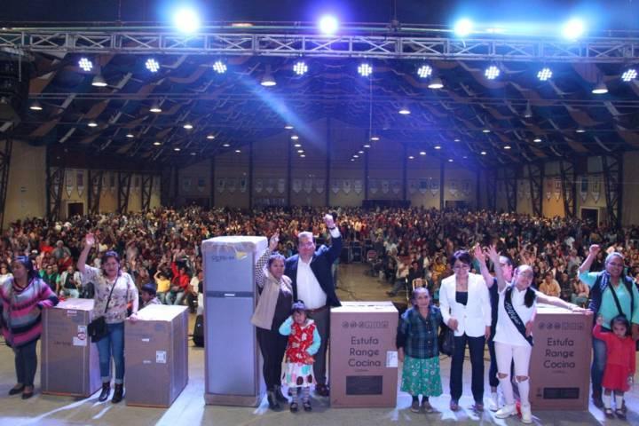 Alcalde festejo a más de 6 mil mamás con la presencia de los Babys