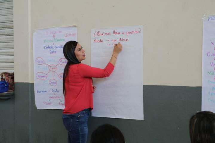 Ayuntamiento previene la violencia hacia la mujer con talleres