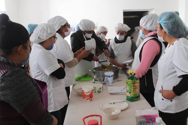 El DIF municipal imparte taller a las responsables de 12 desayunadores escolares